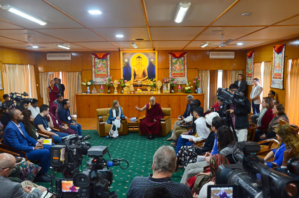 Dalai-Lama-Tibet-Youth-Leaders-World-2017-2
